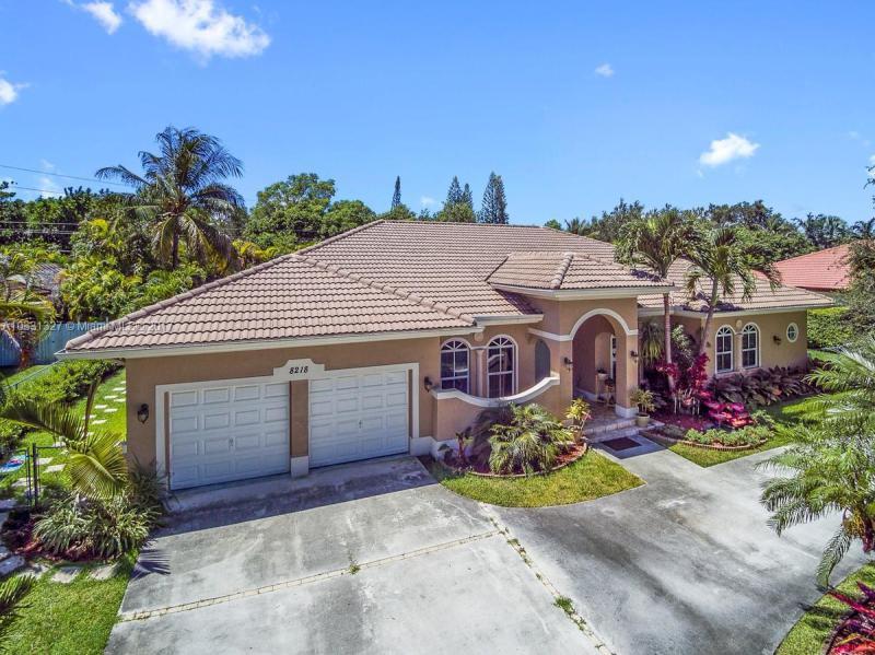 8218 SW 193rd St,  Cutler Bay, FL