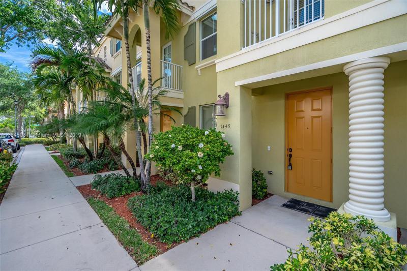 4 Renaissance Way, Boynton Beach FL 33426-