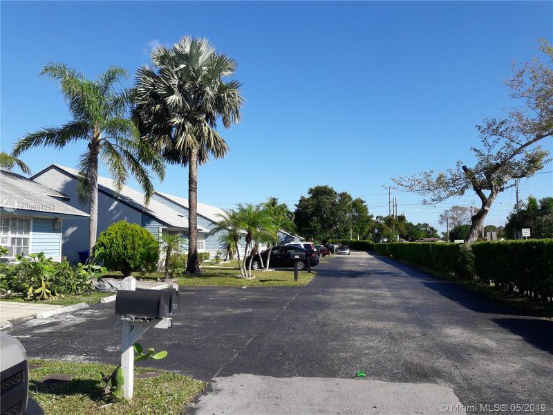 7221 Tam Oshanter Blvd 7221, North Lauderdale, FL, 33068