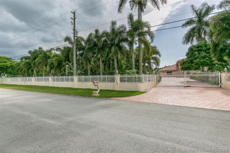 14621 Mustang Trl , Southwest Ranches, FL 33330