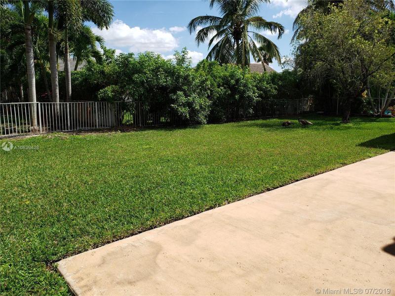 945 NW 199th Ter, Pembroke Pines, FL, 33029