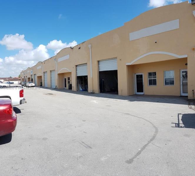 Imagen 1 de Commercial Florida>Hialeah Gardens>Miami-Dade   - Sale:235.900 US Dollar - codigo: A10429295