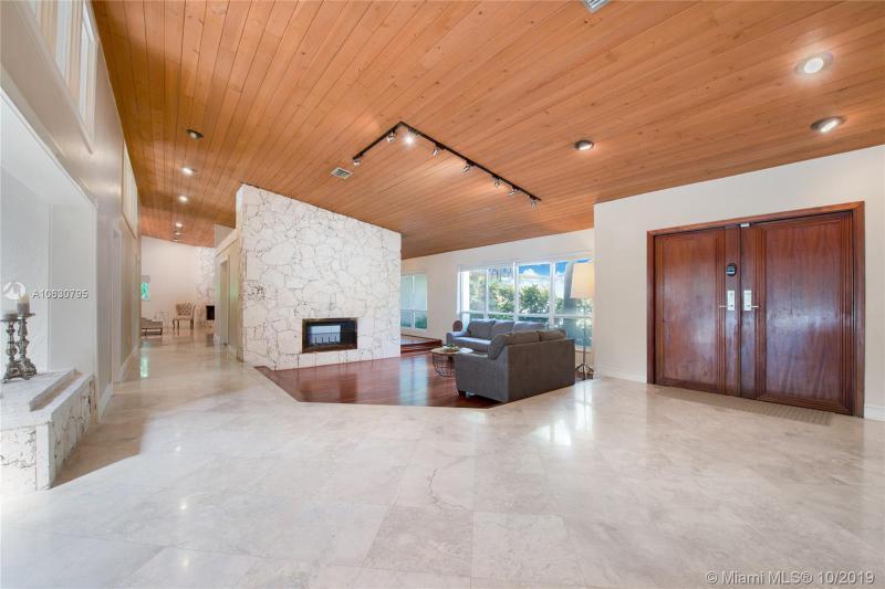 8860 SW 105 ST,  Miami, FL