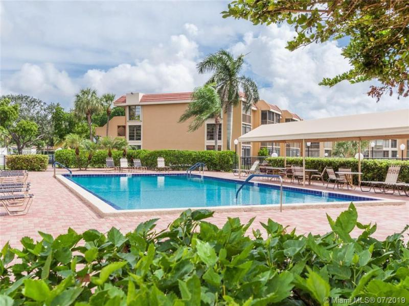 6538 Coral Lake Dr 402, Margate, FL, 33063