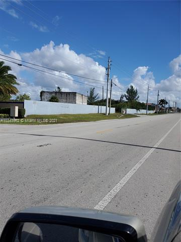 3573 W 93rd Pl , Hialeah Gardens, FL 33018-2075