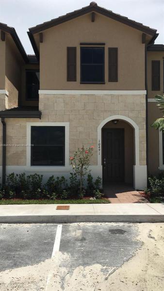120  Royal Palm Rd  Unit 208, Hialeah Gardens, FL 33016-4611