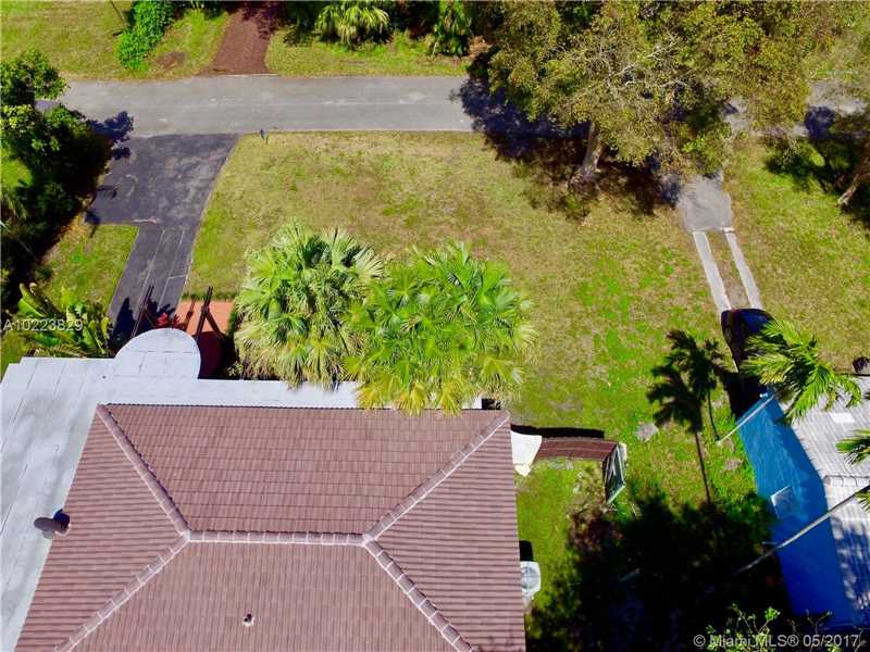 For Sale at  1010 NE 120Th St Biscayne Park  FL 33161 - Priors Add 01 Biscayne Pa - 3 bedroom 2 bath A10223829_4
