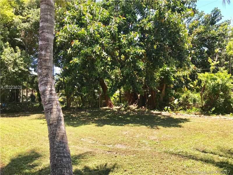 For Sale at  1010 NE 120Th St Biscayne Park  FL 33161 - Priors Add 01 Biscayne Pa - 3 bedroom 2 bath A10223829_5