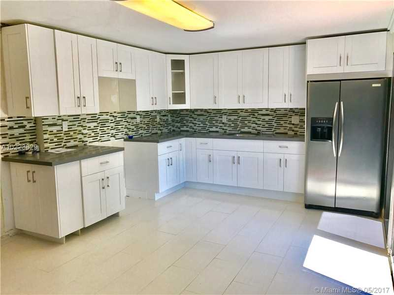 For Sale at  1010 NE 120Th St Biscayne Park  FL 33161 - Priors Add 01 Biscayne Pa - 3 bedroom 2 bath A10223829_6