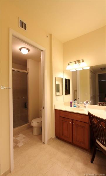 3500 Oaks Clubhouse Dr 301, Pompano Beach, FL, 33069