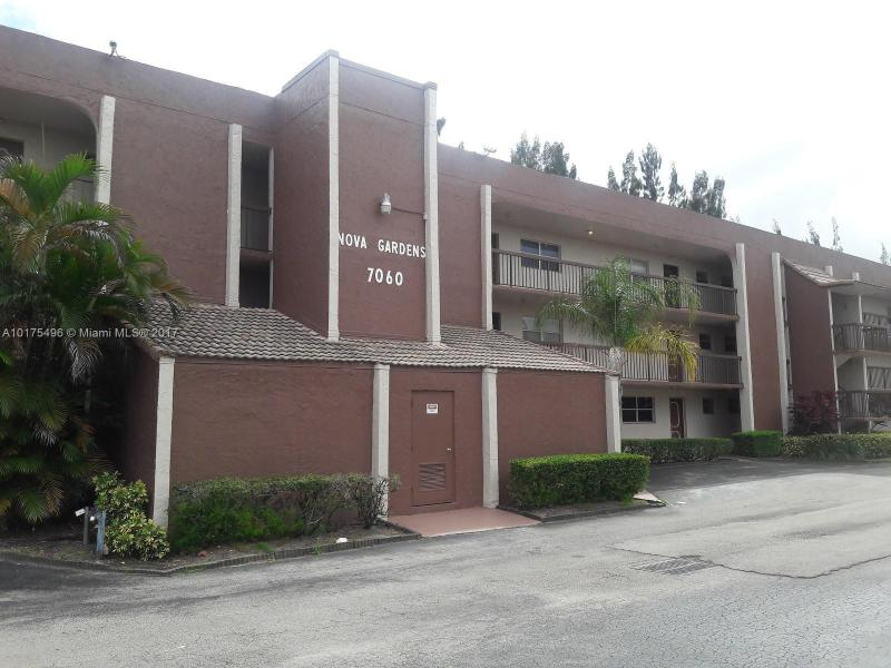 4850 63rd Ter  Unit 423, Davie, FL 33314