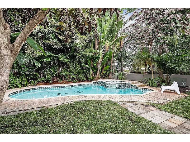 For Sale at  5 NE 107Th St Miami Shores  FL 33161 - Dunnings Miami Shores Ext - 4 bedroom 3 bath A10237996_11