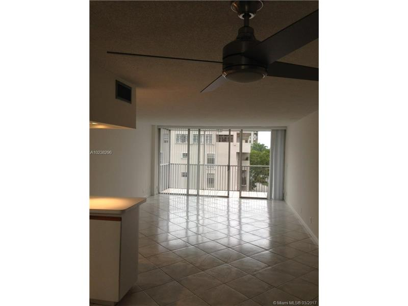 Real Estate For Rent 150   Ocean Lane Dr #5B Key Biscayne  FL 33149 - Island Breakers Condo