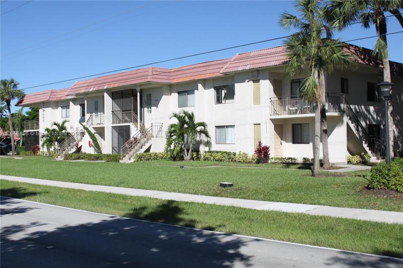 140  LAKEVIEW DR  Unit 204, Weston, FL 33326-2501