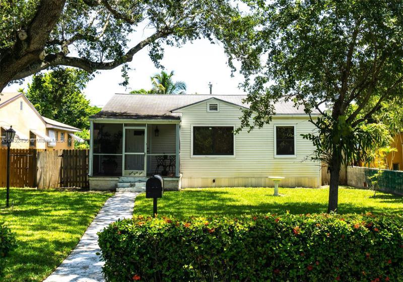 473  Lafayette Dr , Miami Springs, FL 33166-6957