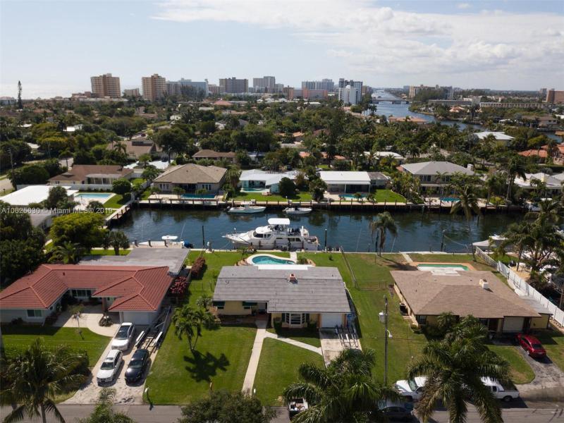 3206  Dover Rd  Pompano Beach, FL 33062-1210 MLS#A10625630 Image 6