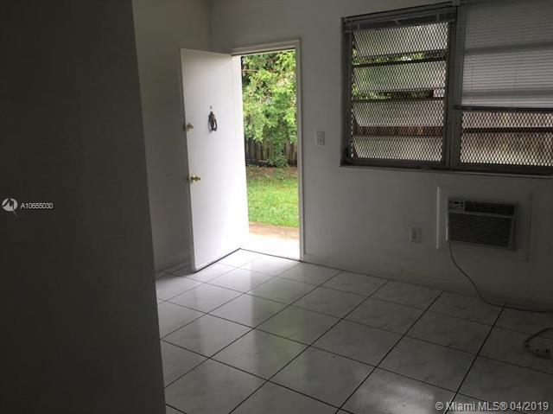 1045 NE 80th St  Miami, FL 33138-4286 MLS#A10655030 Image 2