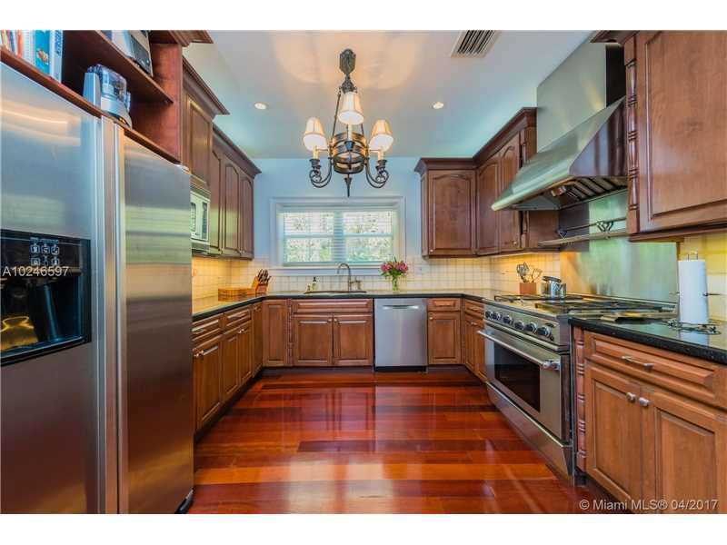 For Sale at  407   Navarre Ave Coral Gables  FL 33134 - Coral Gables Sec B - 4 bedroom 3 bath A10246597_9
