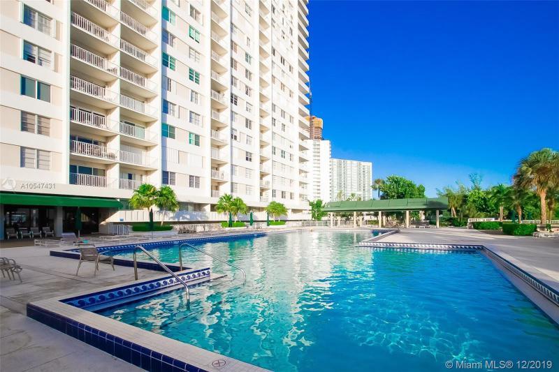 300 Bayview Dr 212, Sunny Isles Beach, FL, 33160
