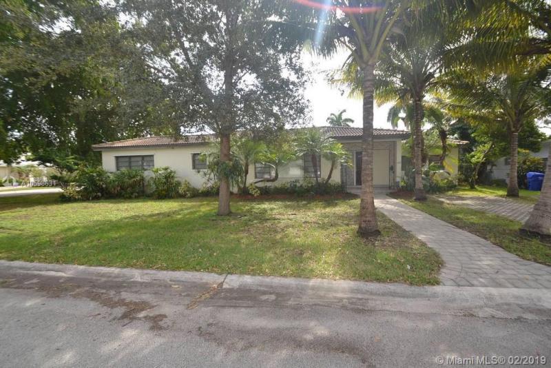 1242  Taylor St , Hollywood, FL 33019-1039