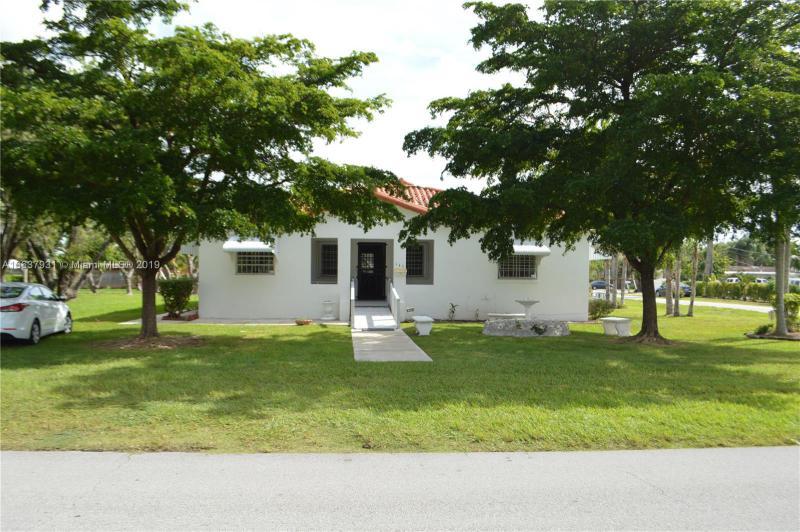 950 NE 143rd St , North Miami, FL 33161-2332