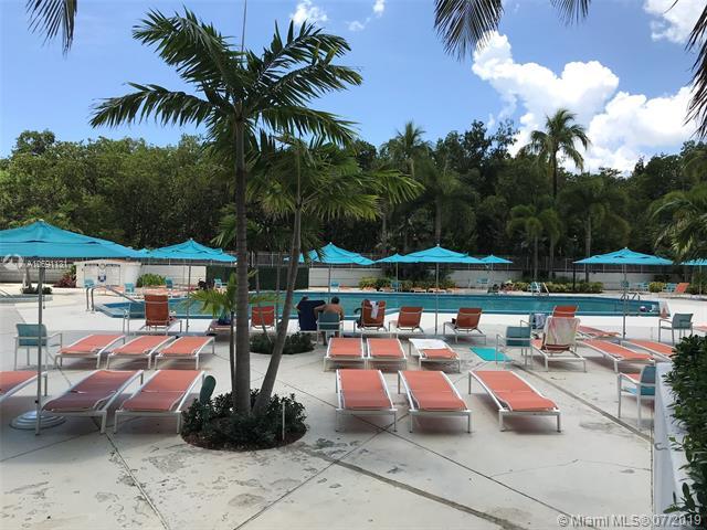 100 Bayview Dr 302, Sunny Isles Beach, FL, 33160