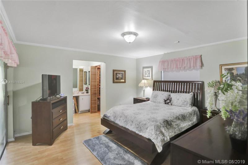 8840 NW 5th St, Pembroke Pines, FL, 33024