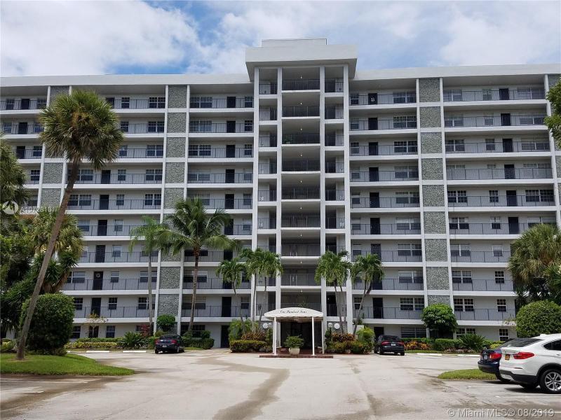 4015 W Palm Aire Dr,  Pompano Beach, FL