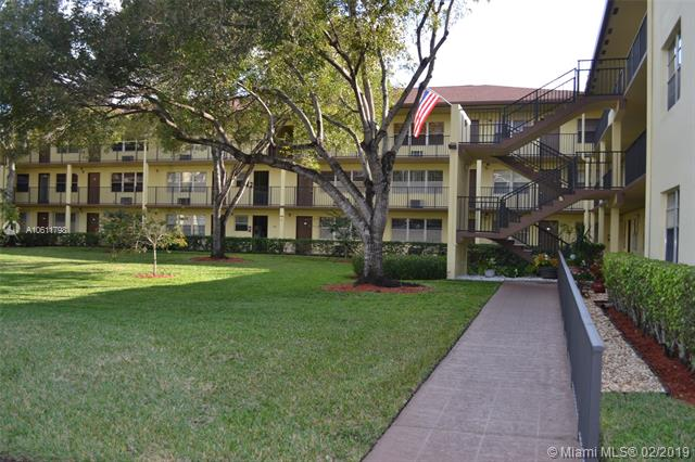 1000  Country Club Dr  Unit 204, Margate, FL 33063-3262