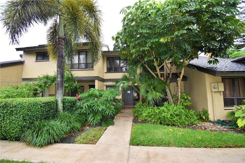 150  Wimbledon Lake Dr , Plantation, FL 33324-