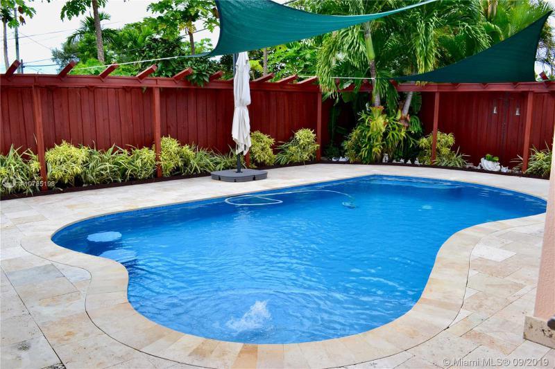 8365 SW 45th St,  Miami, FL