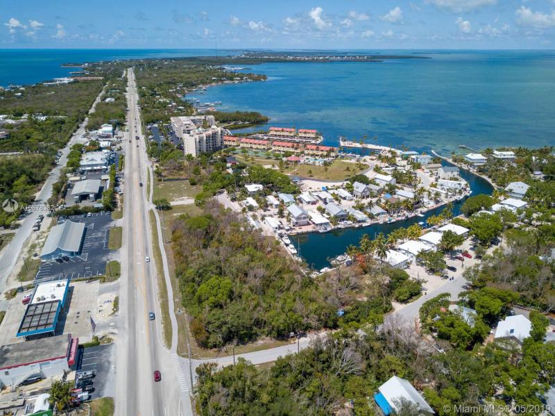 MM 88.64 Overseas Hiwy & Monroe Dr, TAVERNIER, FL, 33070