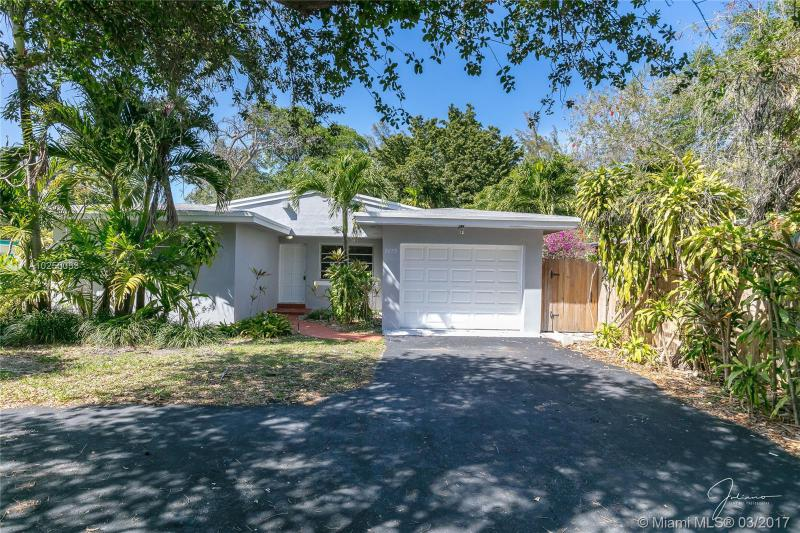 For Sale at  2279 NE 174Th Ter North Miami Beach  FL 33160 - Fulford By The Sea Sec C - 3 bedroom 2 bath A10250033_2