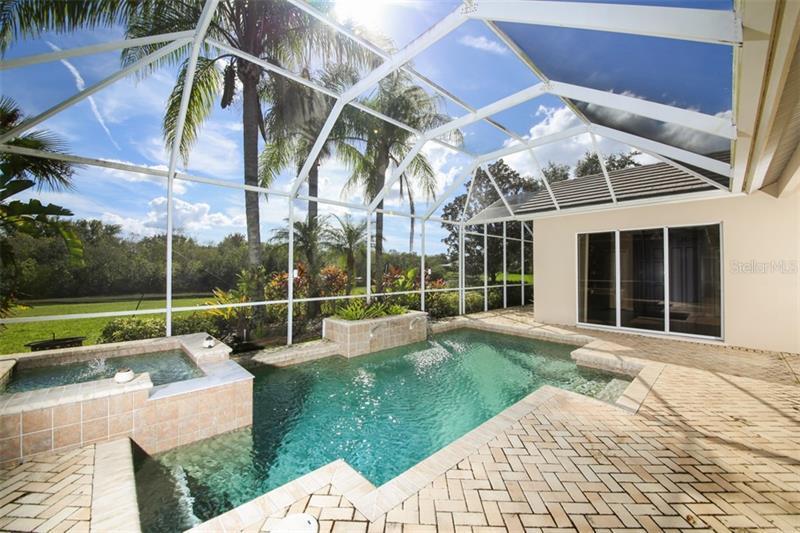 6586 WATERS EDGE, LAKEWOOD RCH, FL, 34202