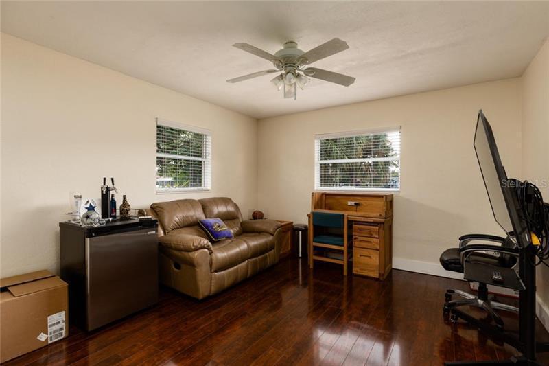 162 NE SUNLIT COVE, ST PETERSBURG, FL, 33702