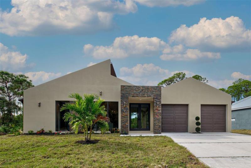 8175  DITTMAR,  PORT CHARLOTTE, FL