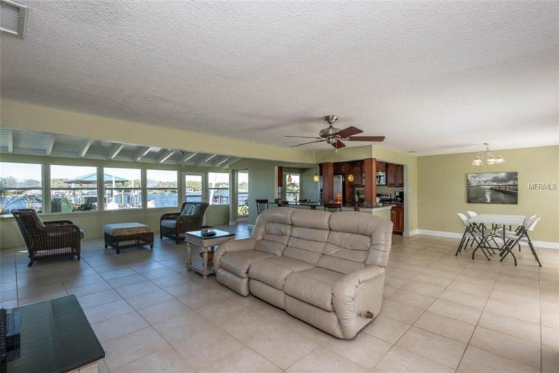 8612 MAGNOLIA, GIBSONTON, FL, 33534