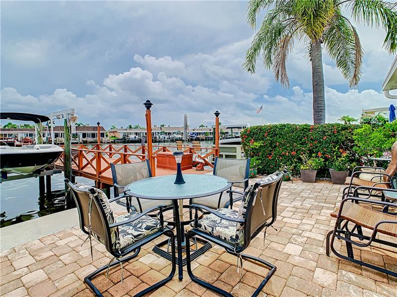 574 N BOCA CIEGA POINT, ST PETERSBURG, FL, 33708
