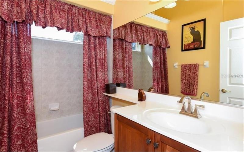 10126 CHERRY HILLS AVENUE, BRADENTON, FL, 34202