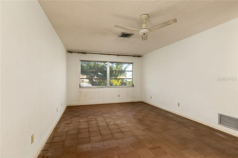 2031 NE KANSAS, ST PETERSBURG, FL, 33703