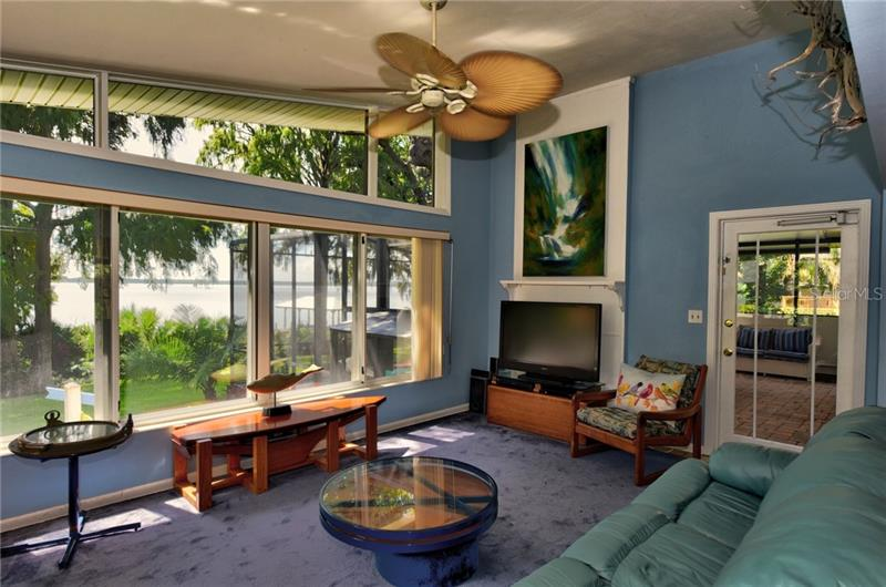 908 N LAKESHORE, HOWEY IN THE HILLS, FL, 34737