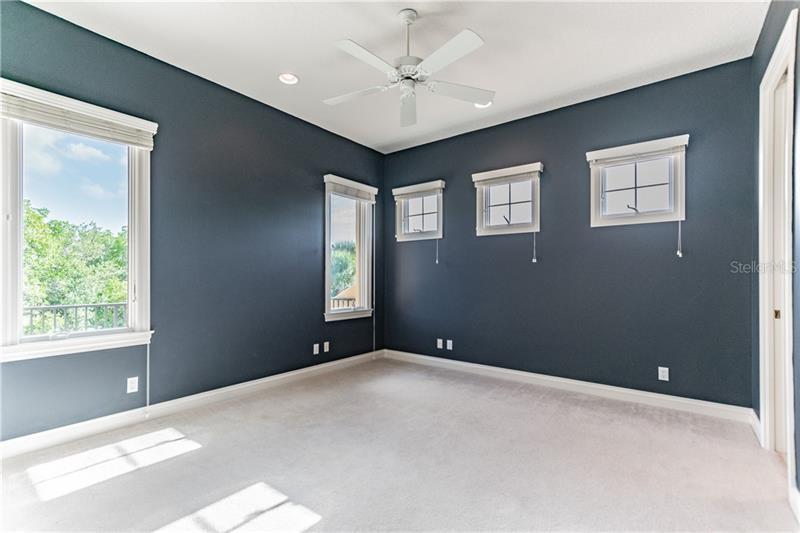 1136 NE TORTUGA, ST PETERSBURG, FL, 33702