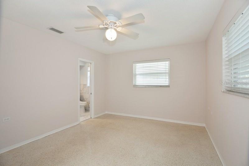 1350 NE SNELL ISLE 4, ST PETERSBURG, FL, 33704