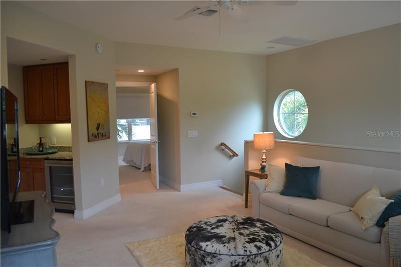 1325 NE SNELL ISLE 106, ST PETERSBURG, FL, 33704