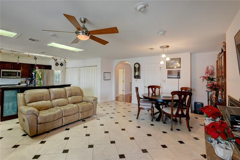 2471 E CROOKED LAKE CLUB, EUSTIS, FL, 32726