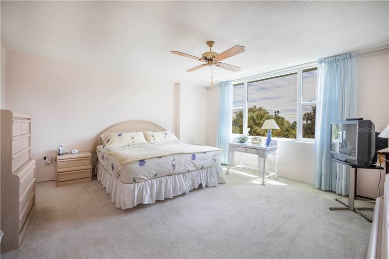700 NE BEACH 303, ST PETERSBURG, FL, 33701