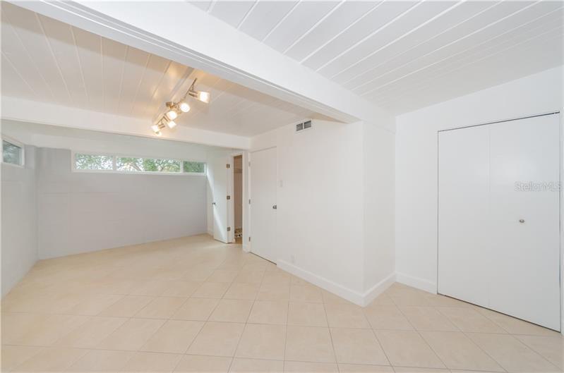 2101 N HAMPTON, ST PETERSBURG, FL, 33710