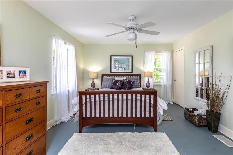 1344 NE BRIGHTWATERS, ST PETERSBURG, FL, 33704