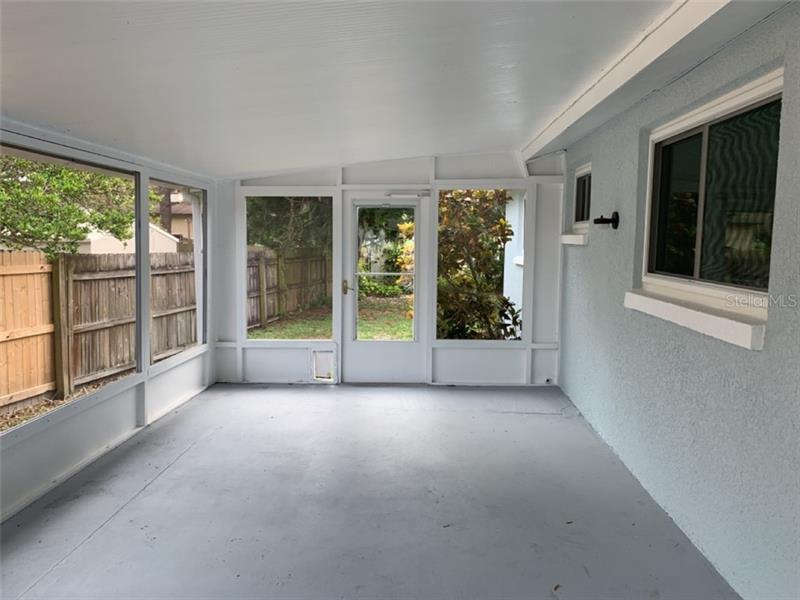 126 NE DAVENPORT, ST PETERSBURG, FL, 33702