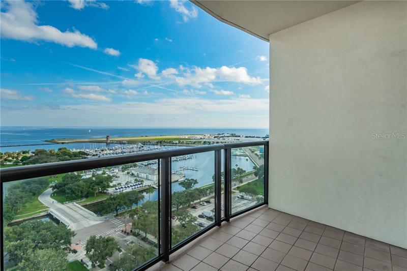 1 SE BEACH 1704, ST PETERSBURG, FL, 33701